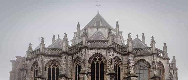 здания в готическом стиле